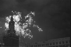Salut-v-Moskve-MSavin-1945
